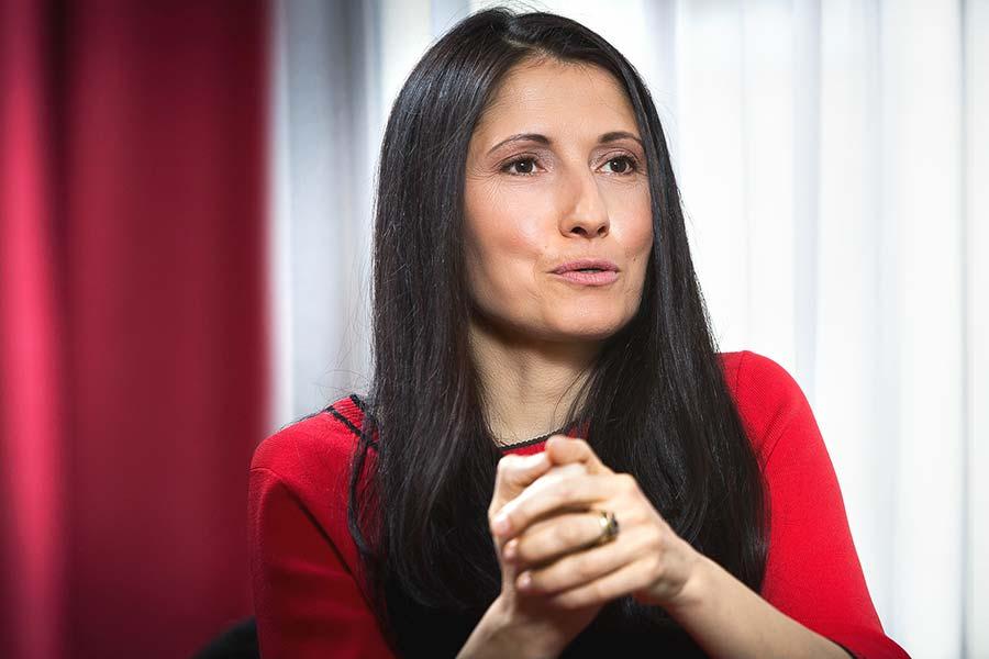 Doctor Alina Cernea